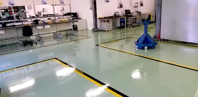 Pavimenti in resina con segnaletica per le industrie