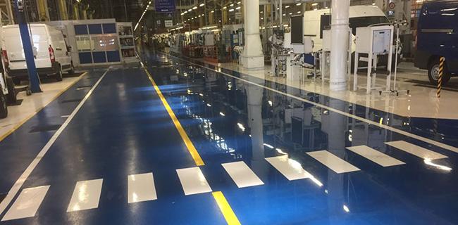 passaggio pedonale su pavimentazione industriale