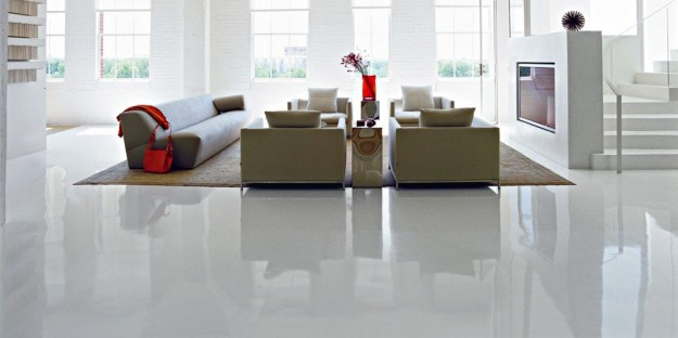 pavimento lucido in resina per appartamento