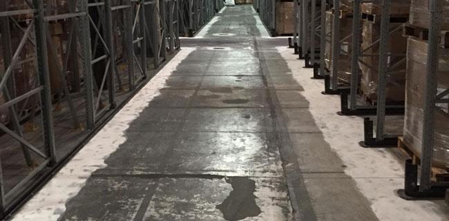 Pavimenti industriali sempre sporchi e rovinati