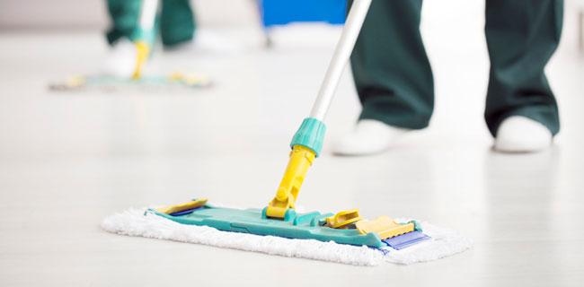 manutenzione e pulizia pavimento in resina
