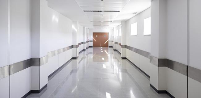 pavimento in resina adatto agli studi medici