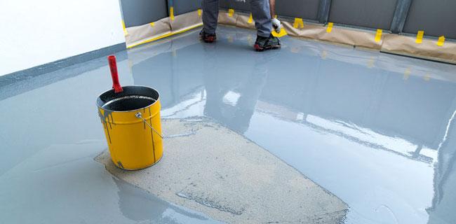 applicazione resina su pavimento marchio Mapei